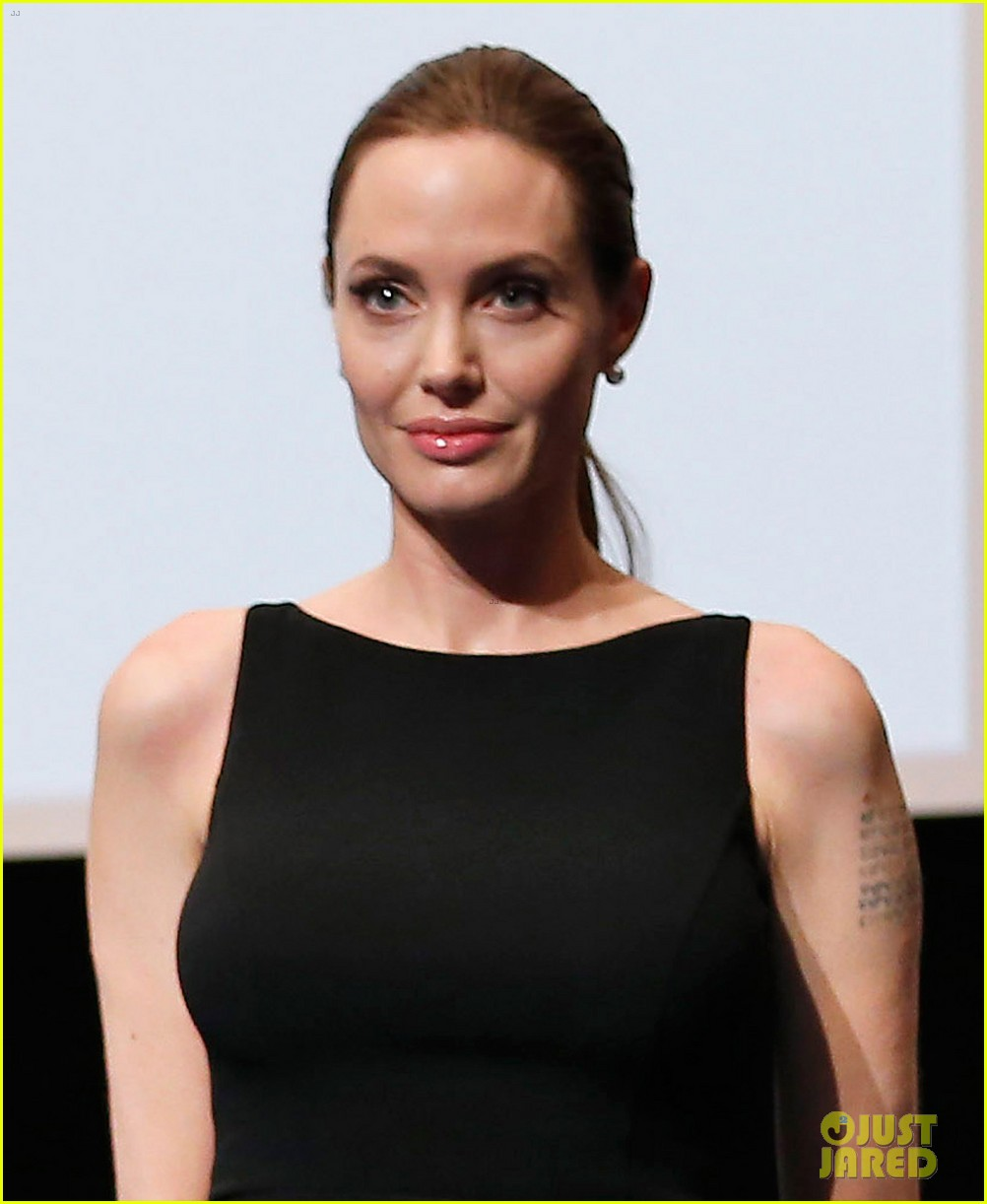 angelina jolie in the land of blood honey japan screening 02