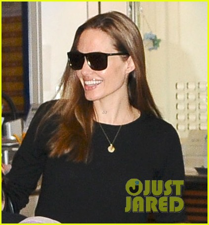 angelina jolie brad pitt japan arrival after maddox ipad theft 022918509