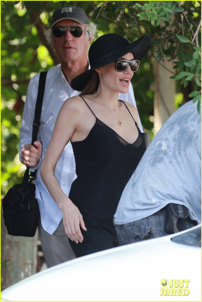 angelina jolie scouts filming locations in hawaii 062906632