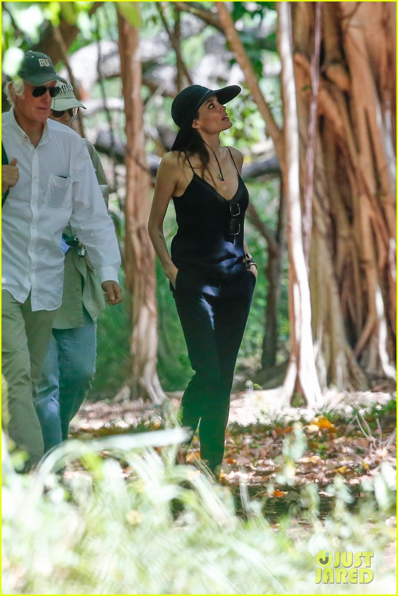 angelina jolie scouts filming locations in hawaii 072906633
