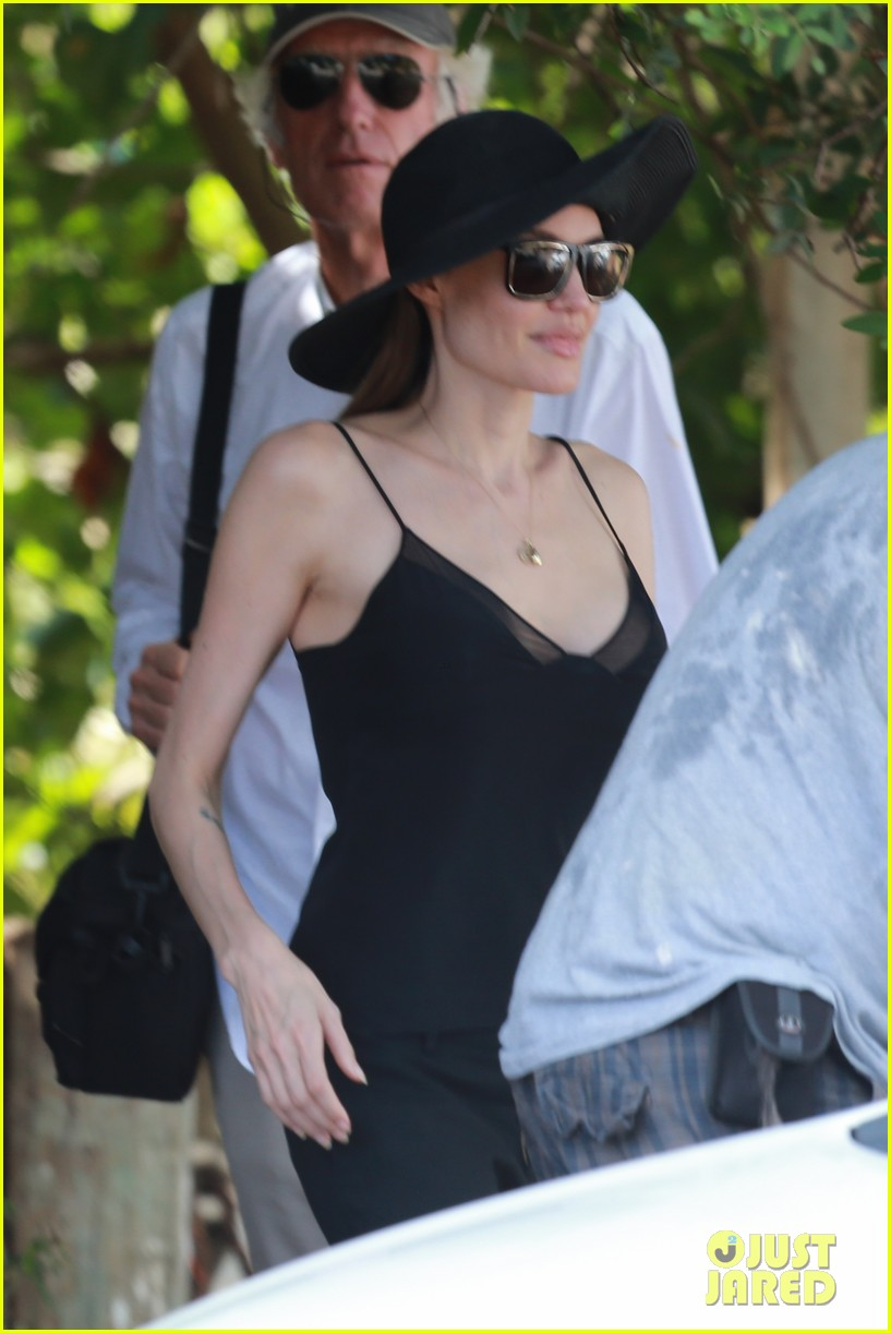 angelina jolie scouts filming locations in hawaii 102906636