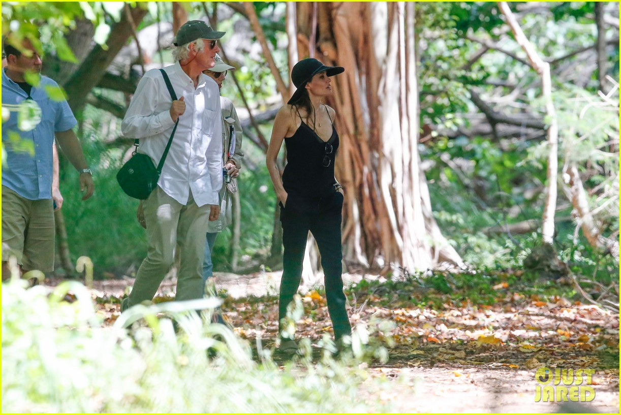 angelina jolie scouts filming locations in hawaii 112906637