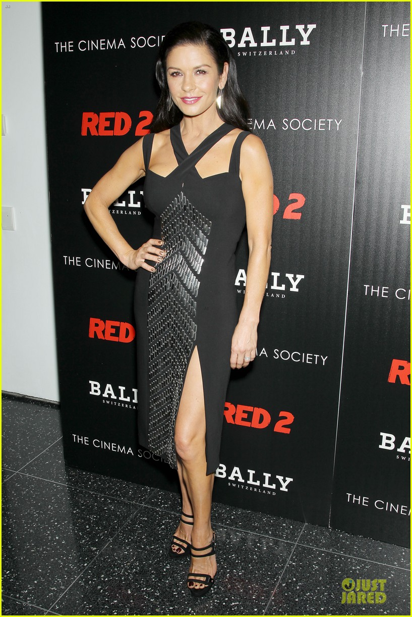 catherine zeta jones helen mirren red 2 nyc screening 012910584