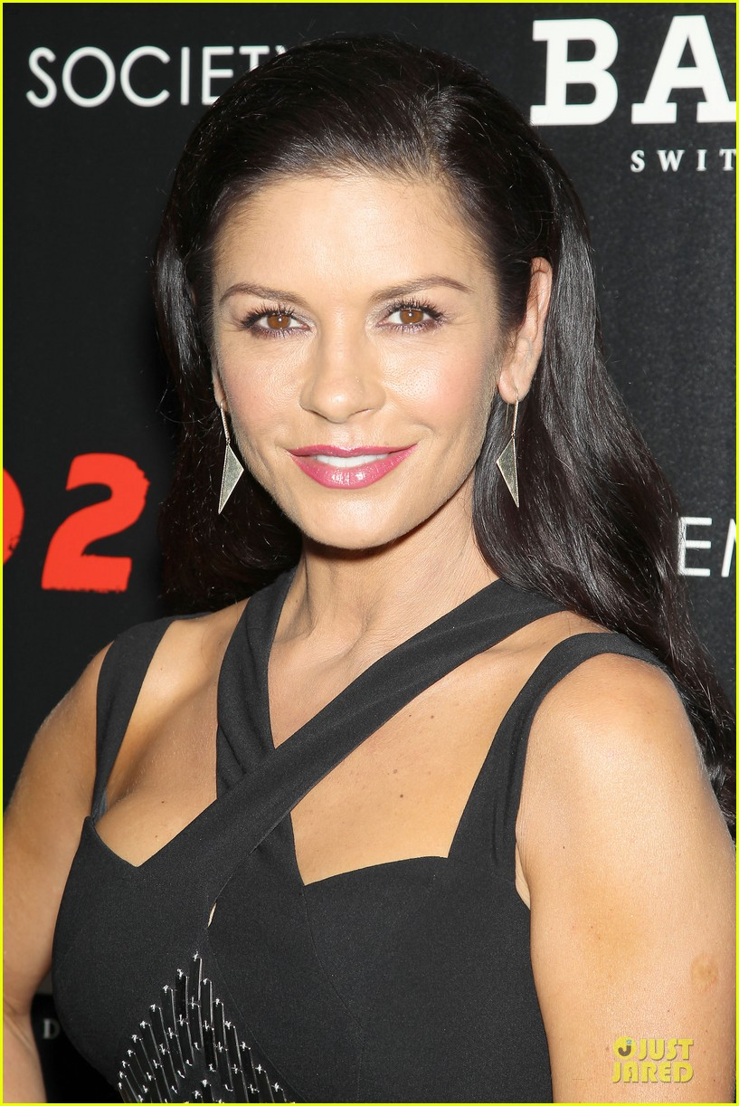 catherine zeta jones helen mirren red 2 nyc screening 072910590