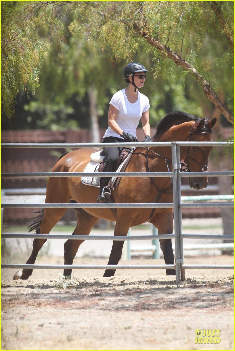 kaley cuoco horseback riding beauty 132905085
