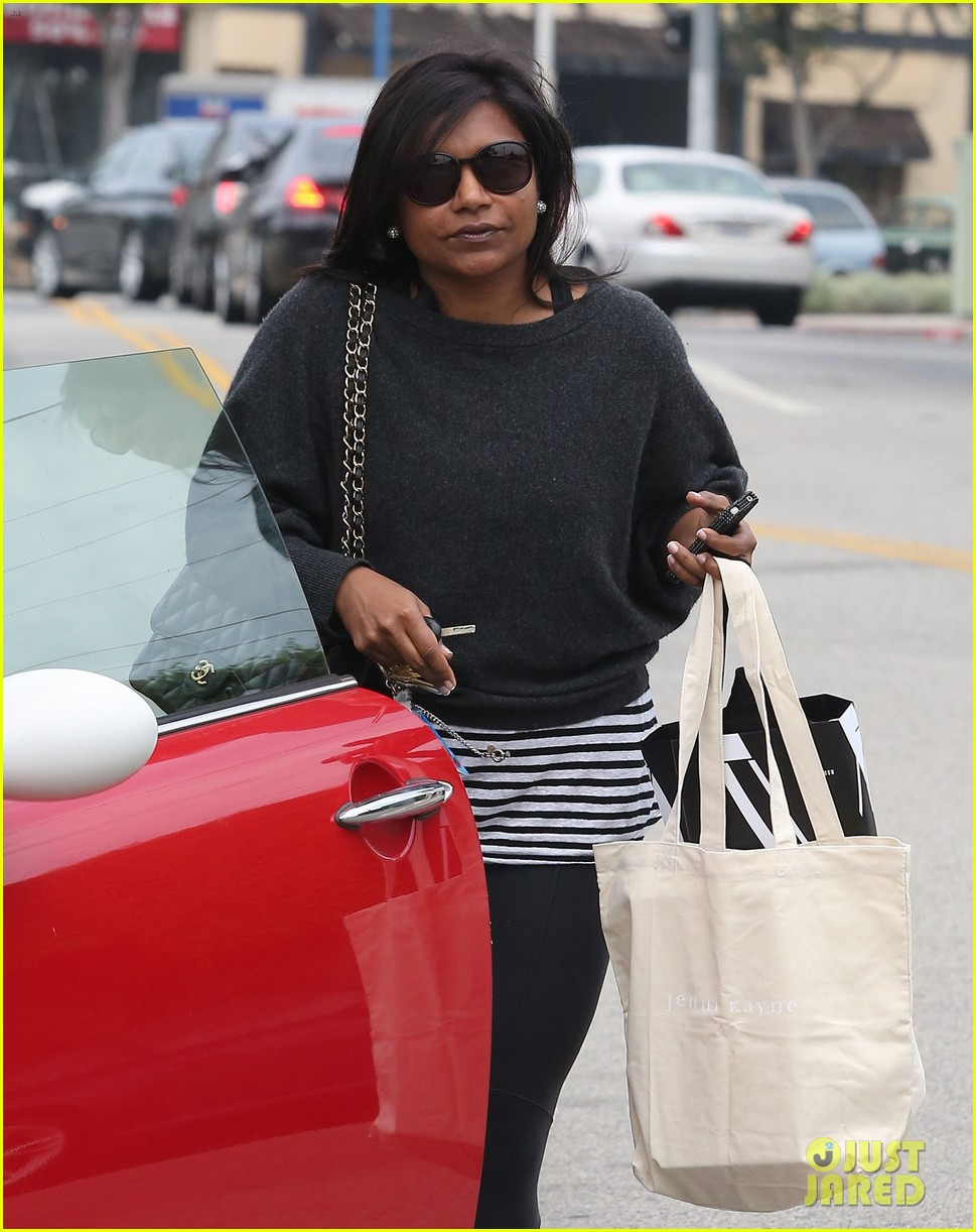 mindy kaling gives apocolypse dating advice 142904804