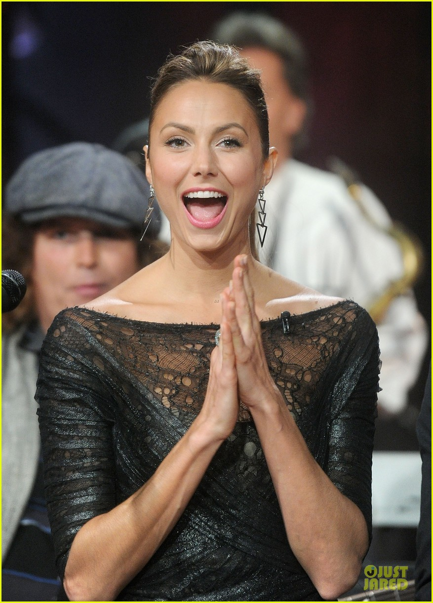 stacy keibler joins jesse the rippers on fallon 022912811