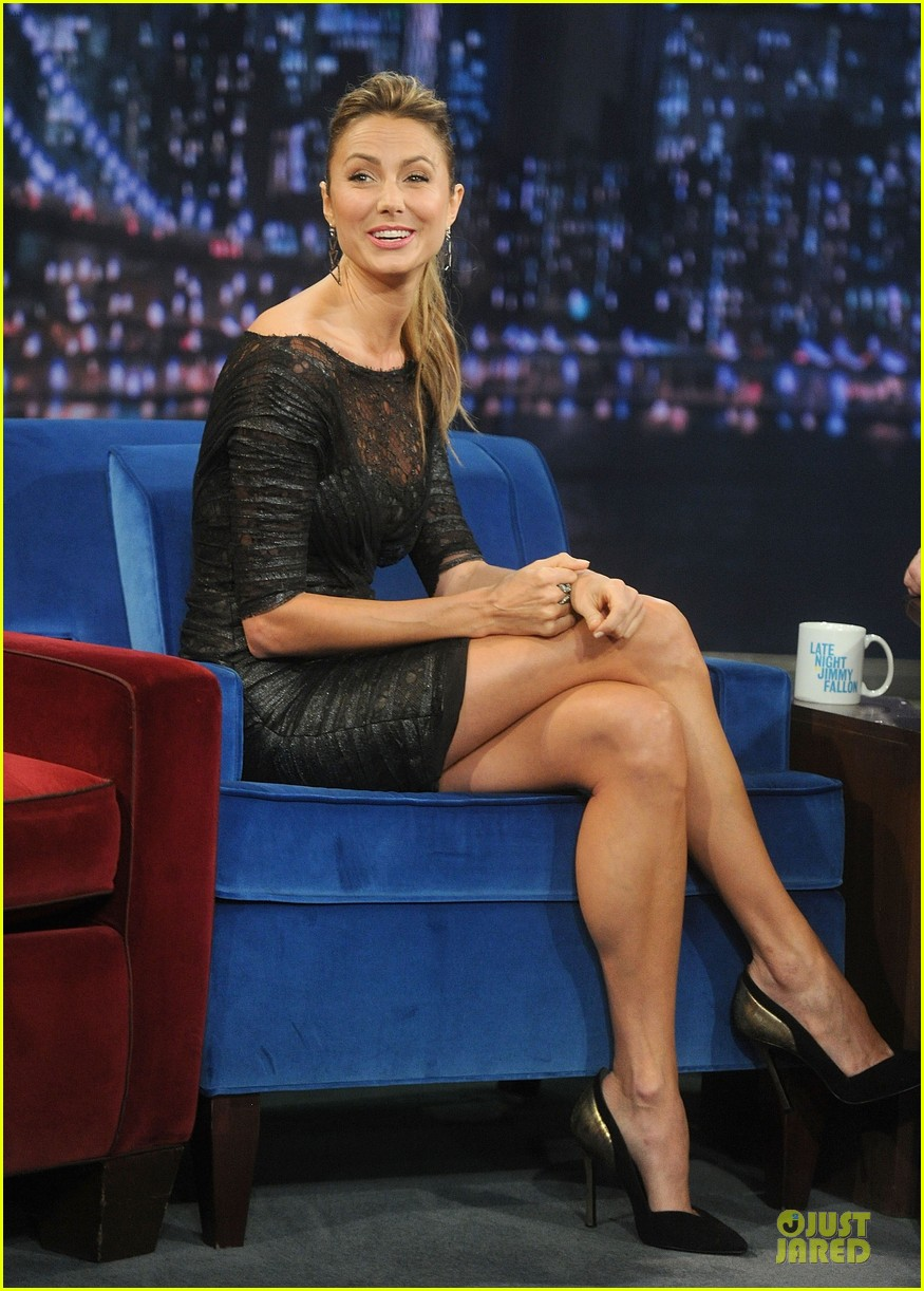 stacy keibler joins jesse the rippers on fallon 142912823