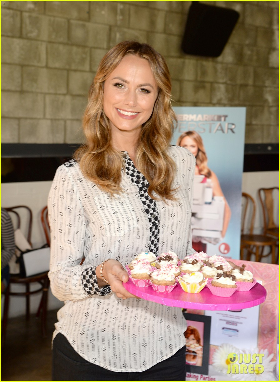 stacy keibler promote new show after george clooney split 022909858