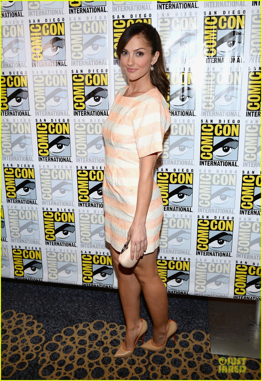 minka kelly michael ealy almost human at comic con 012912513