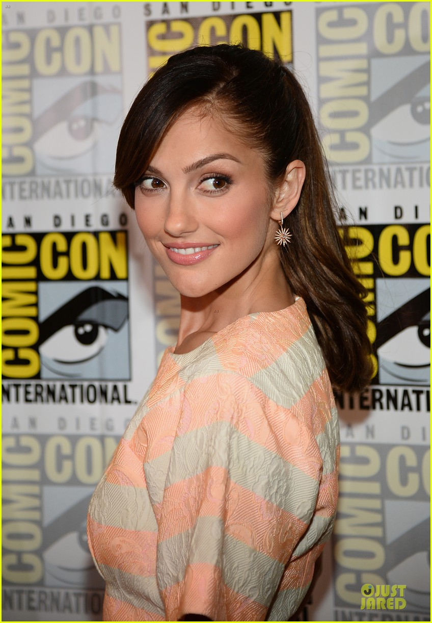 minka kelly michael ealy almost human at comic con 182912530