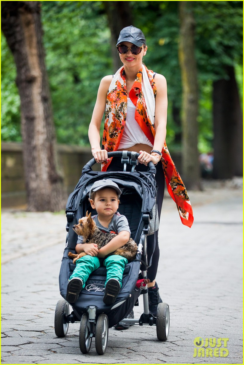 miranda kerr central park morning with flynn frankie 01