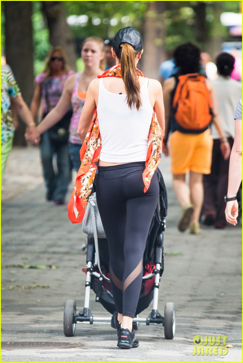 miranda kerr central park morning with flynn frankie 19