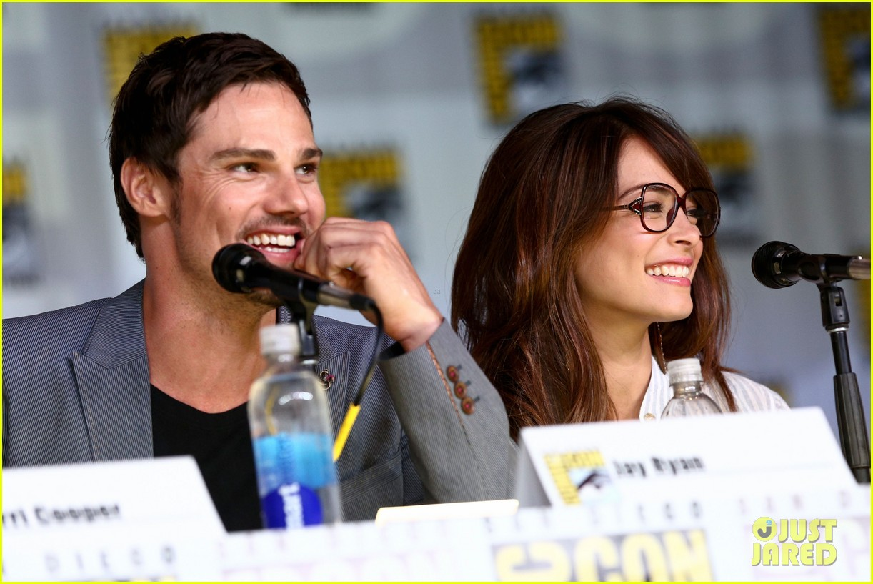 kristin kreuk jay ryan beauty the beast comic con exclusive portraits 022912417