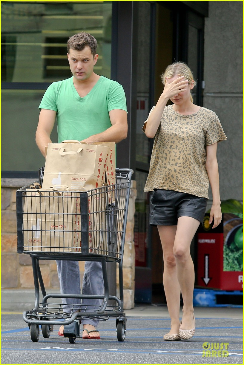 diane kruger joshua jackson white wine fruit shoppers 052914166
