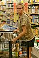 diane kruger joshua jackson white wine fruit shoppers 02