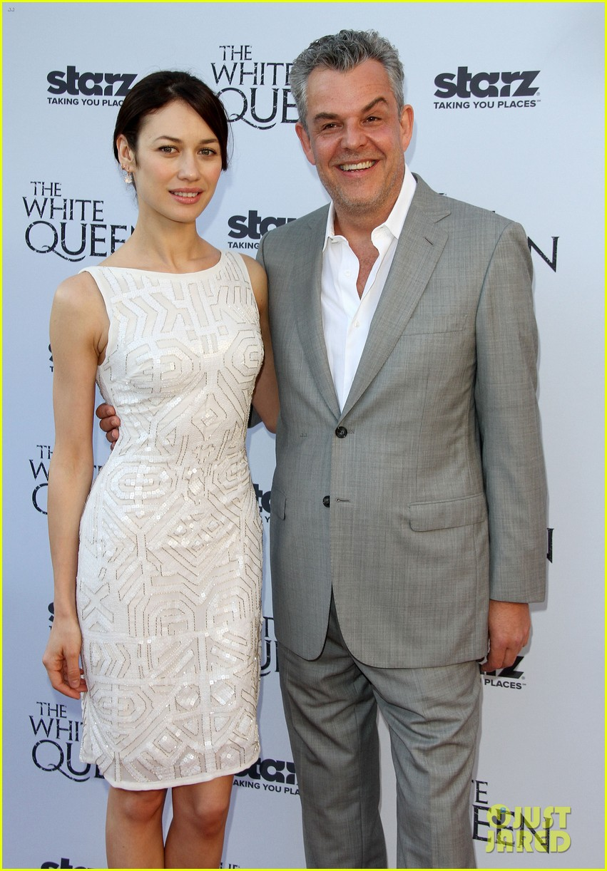olga kurylenko kisses danny huston at white queen premiere 15