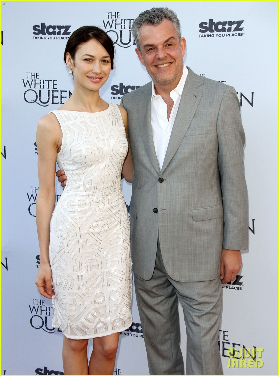 olga kurylenko kisses danny huston at white queen premiere 162917141