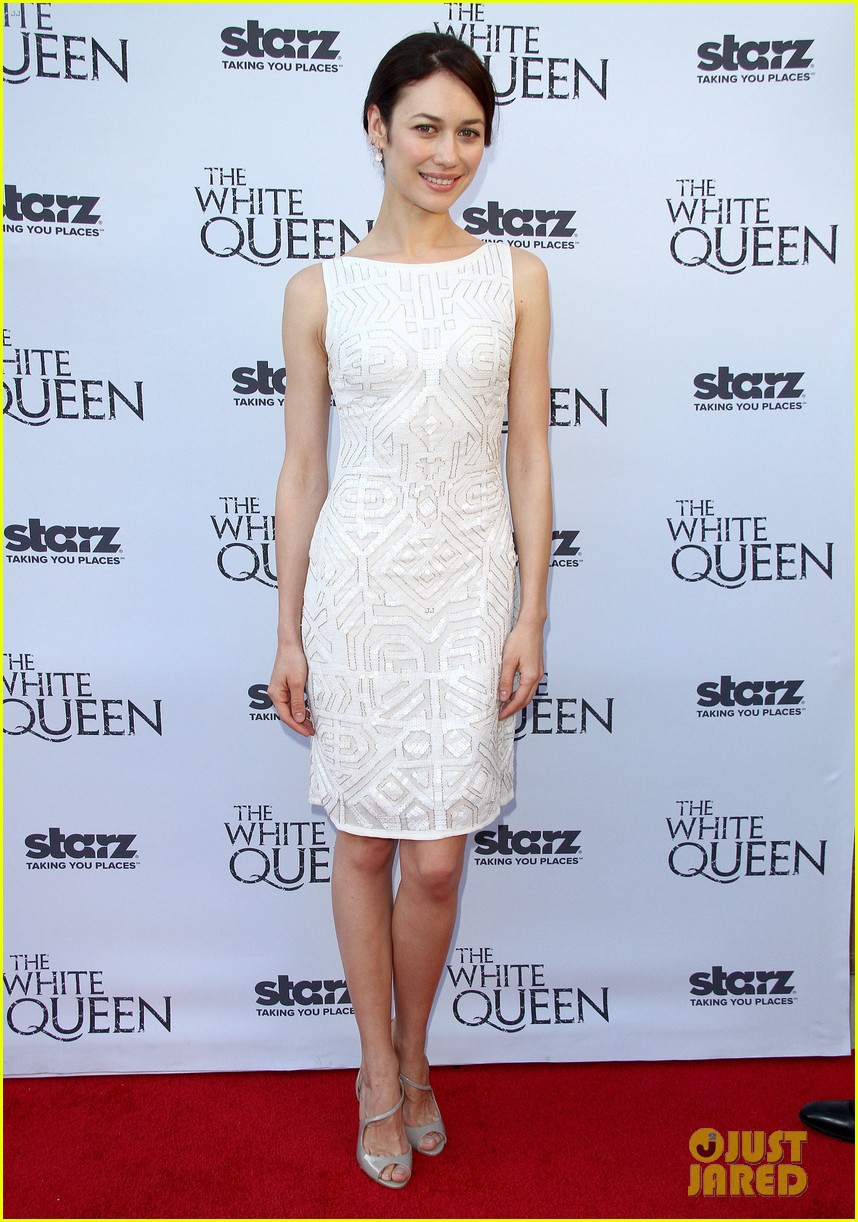 olga kurylenko kisses danny huston at white queen premiere 23