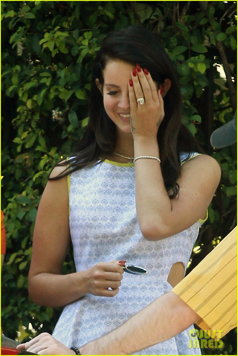 lana del rey sports diamond ring boyfriend barrie james oneill 032918663