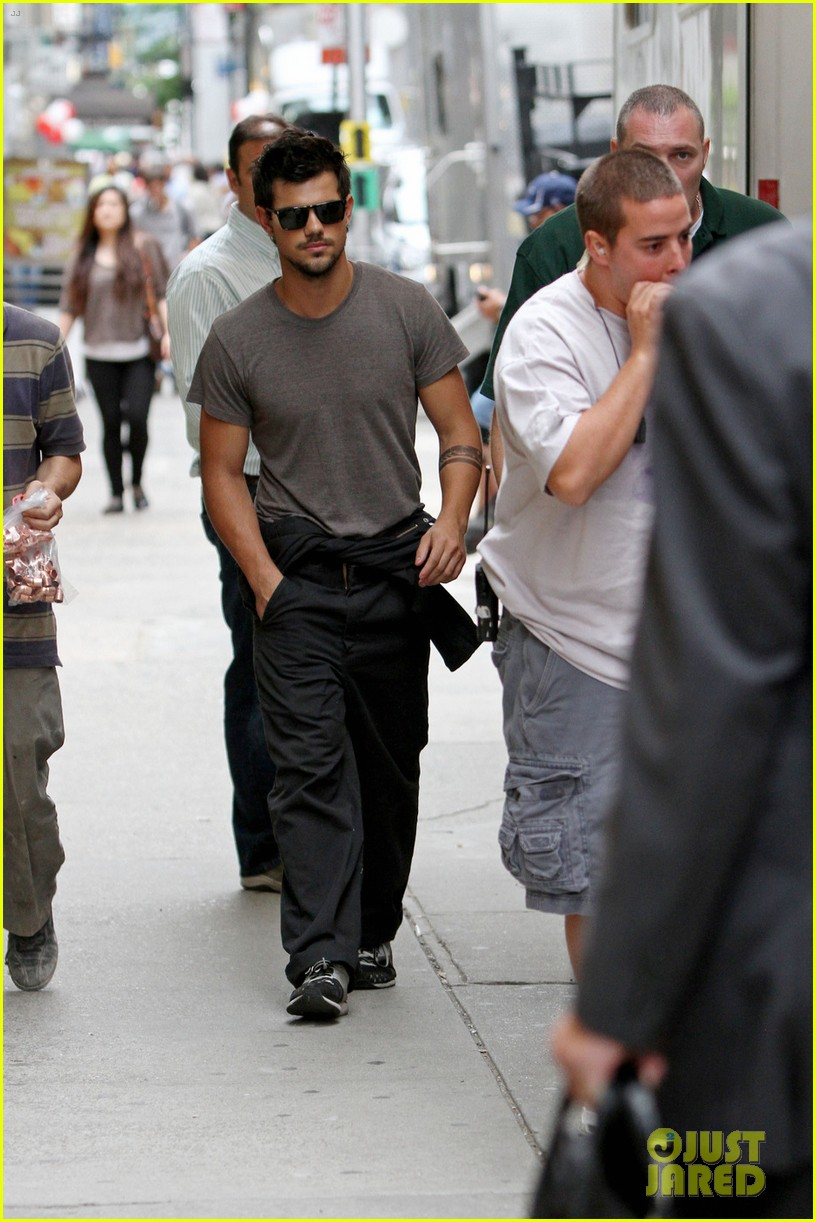 taylor lautner bike ride with marie avgeropoulos 012916957