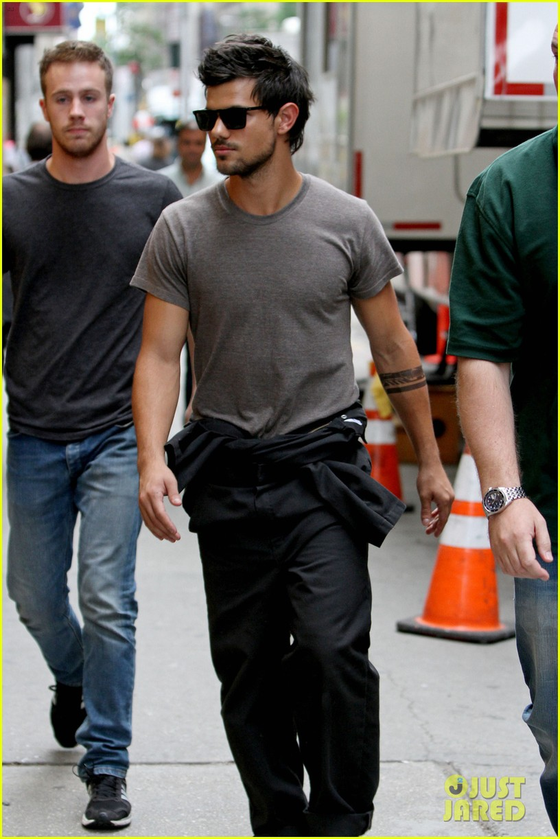 taylor lautner bike ride with marie avgeropoulos 022916958