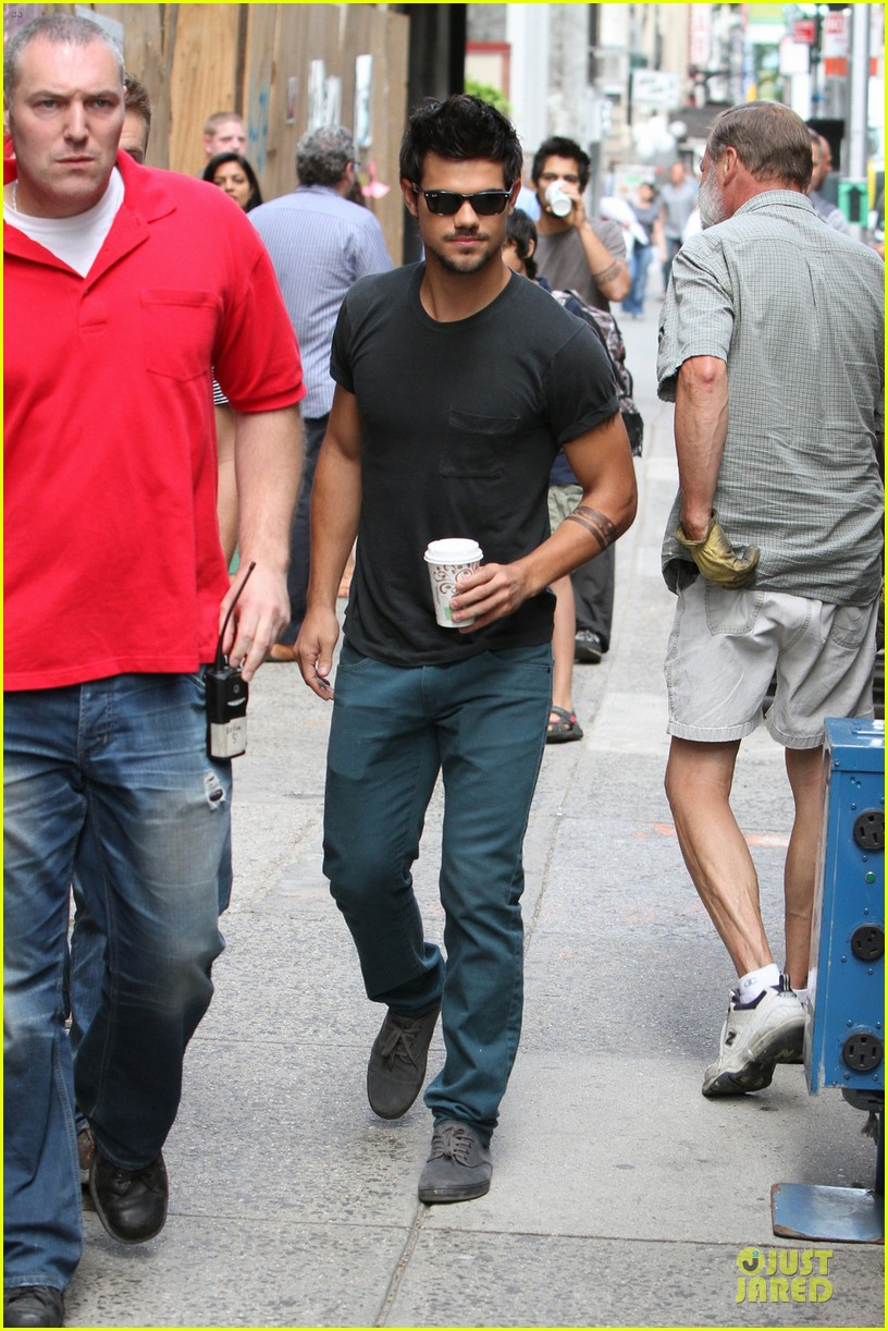 taylor lautner coffee break on tracers set 012917898