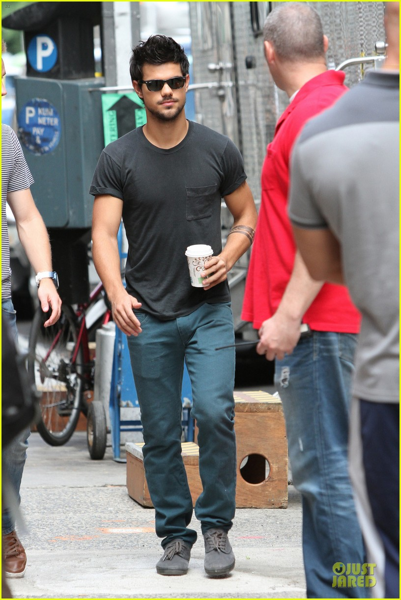taylor lautner coffee break on tracers set 03