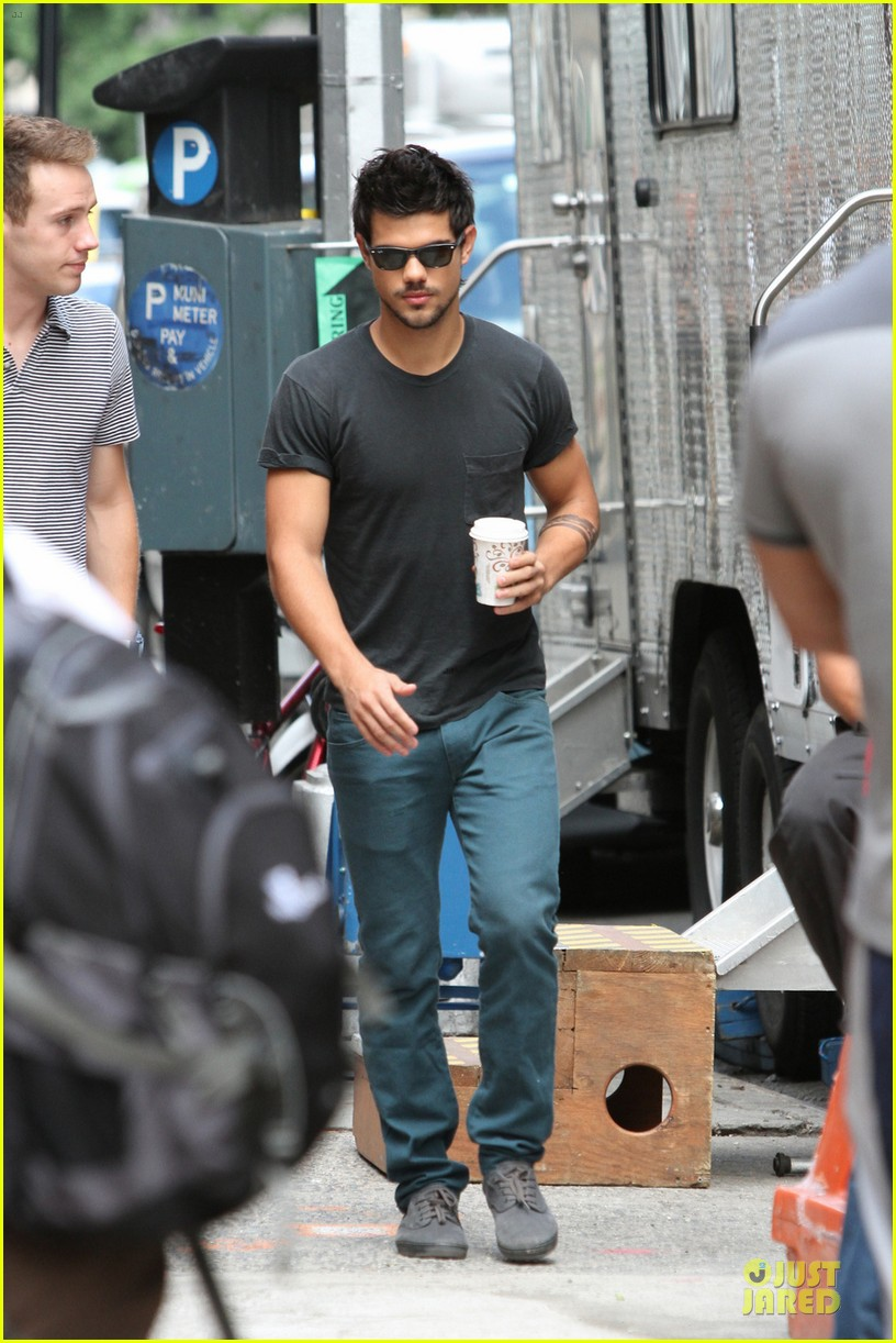 taylor lautner coffee break on tracers set 052917902