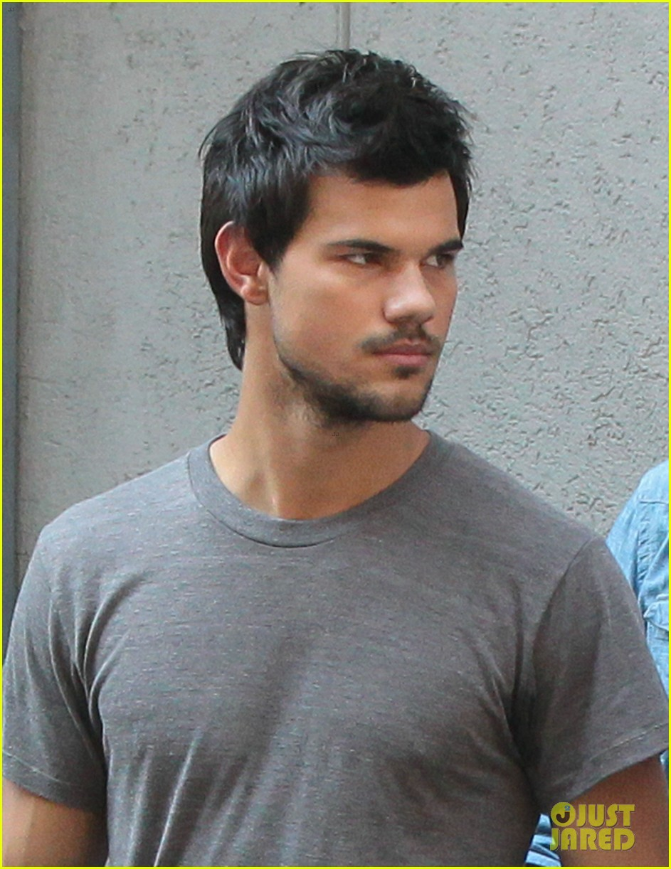 taylor lautner gentleman for marie avgeropoulos 022912174