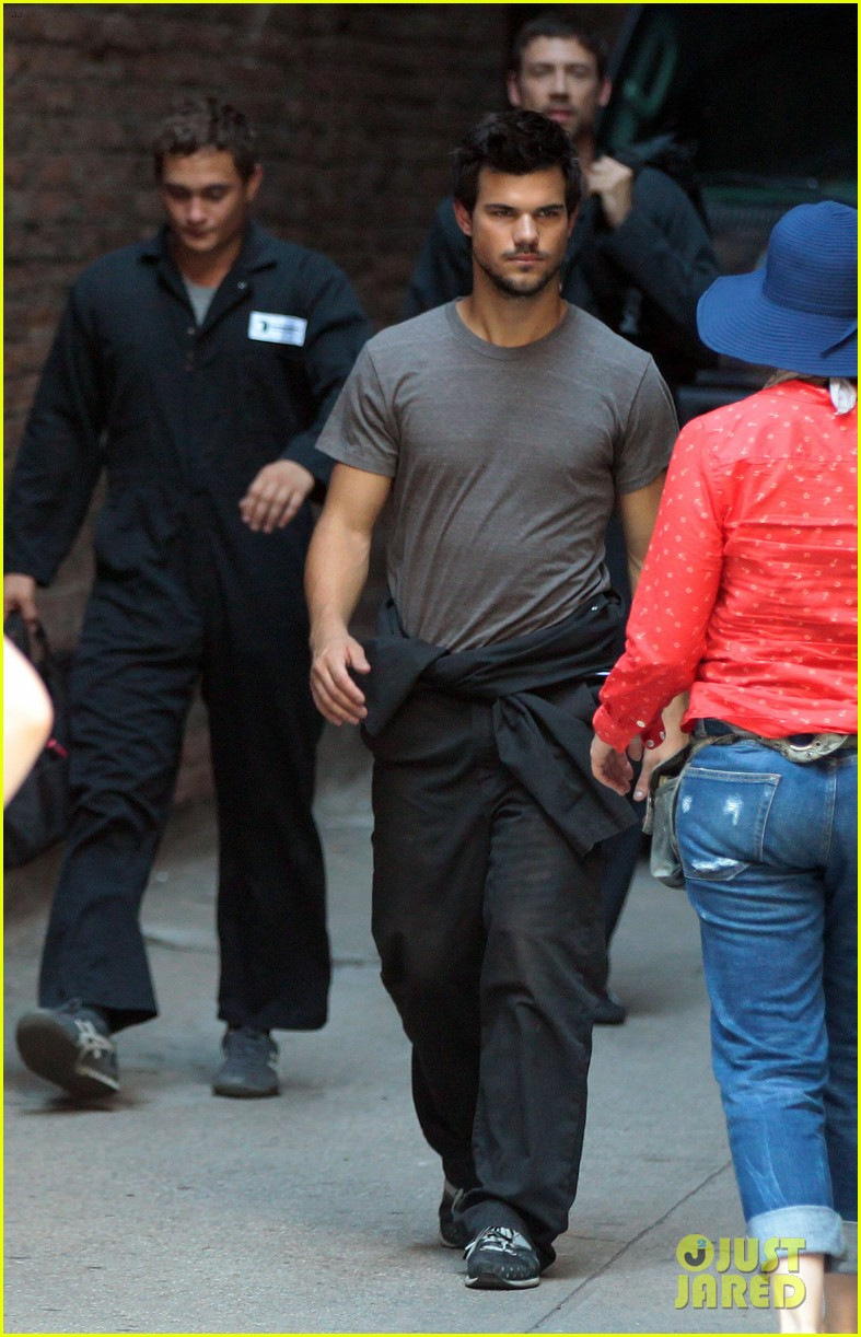 taylor lautner gentleman for marie avgeropoulos 042912176