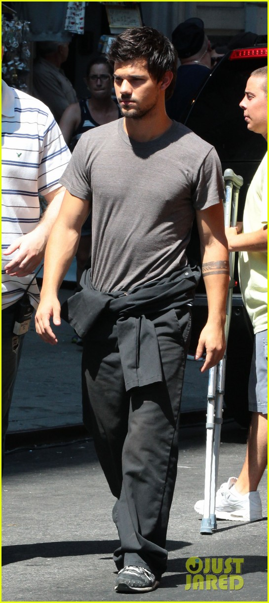 taylor lautner gentleman for marie avgeropoulos 07