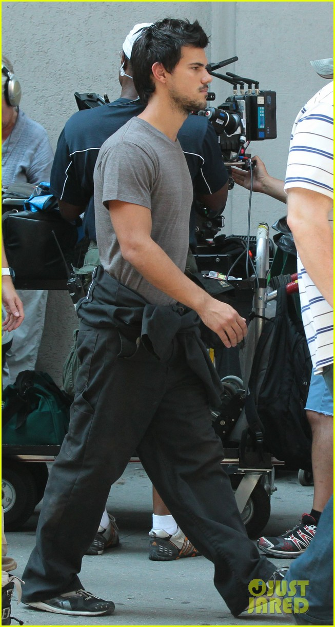 taylor lautner gentleman for marie avgeropoulos 082912180