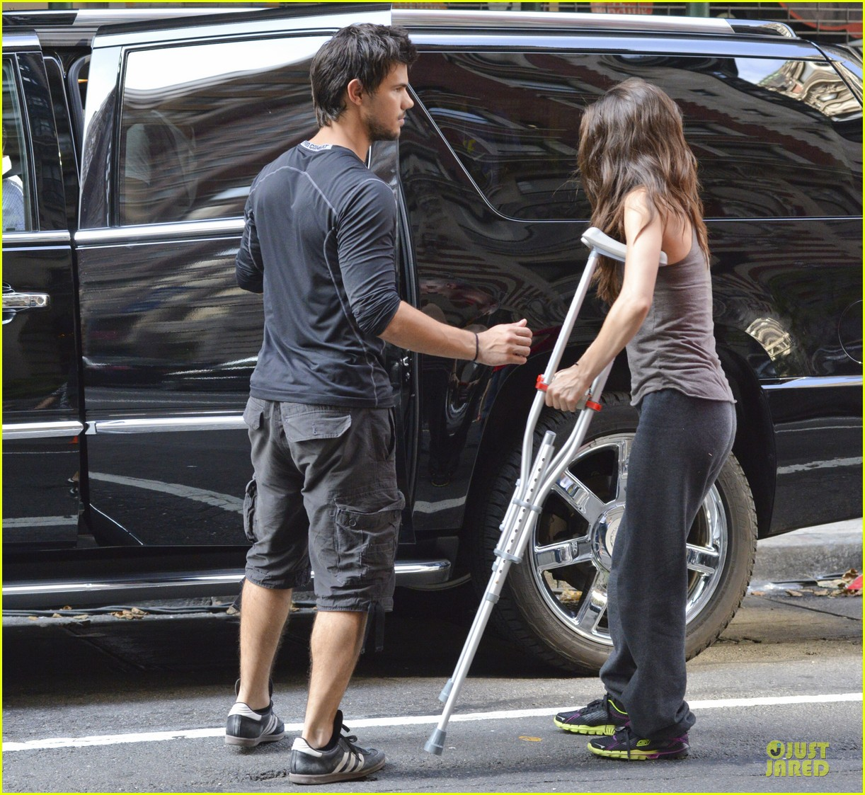 taylor lautner wood tracers scenes 052914473