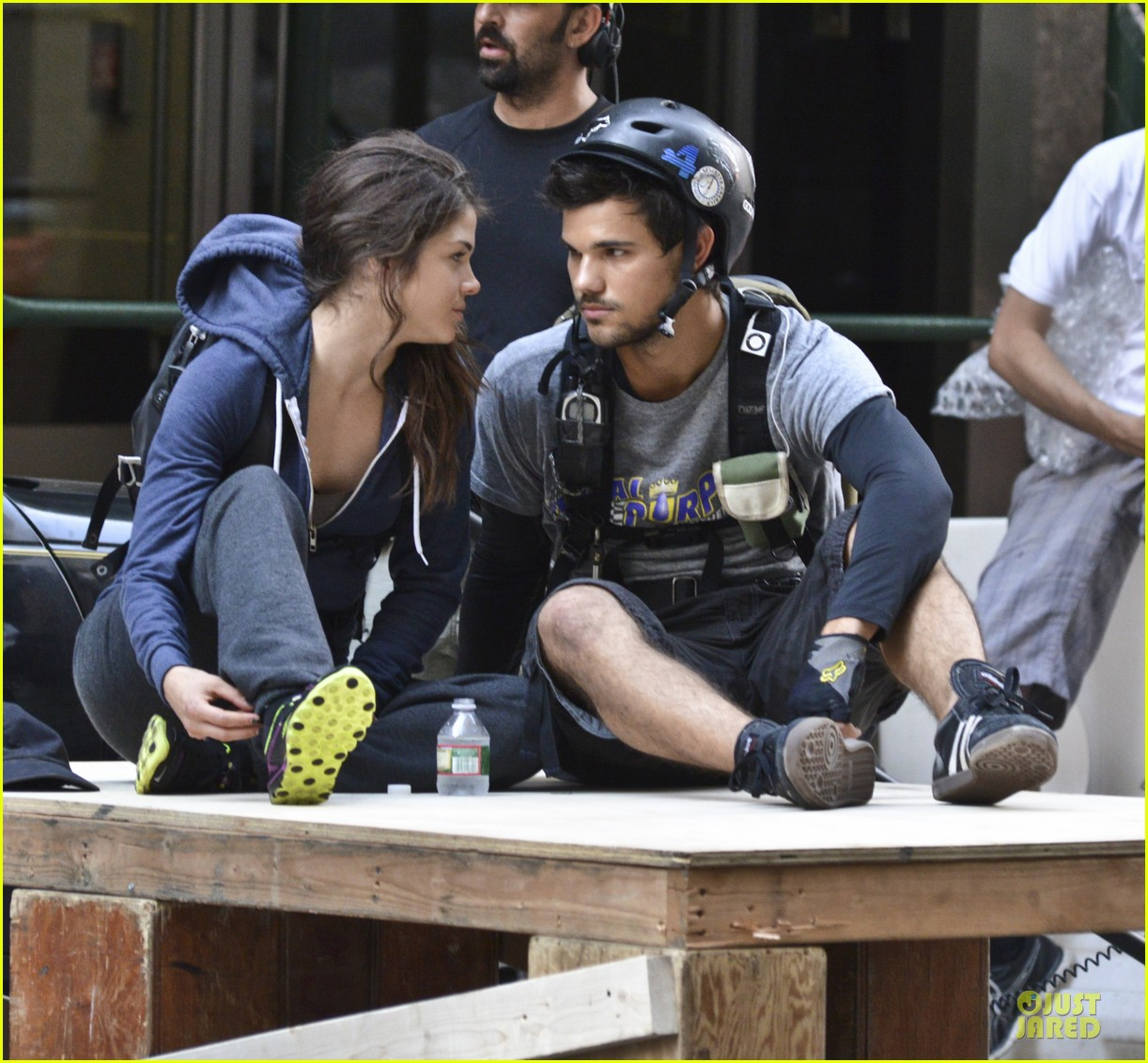 taylor lautner wood tracers scenes 112914479