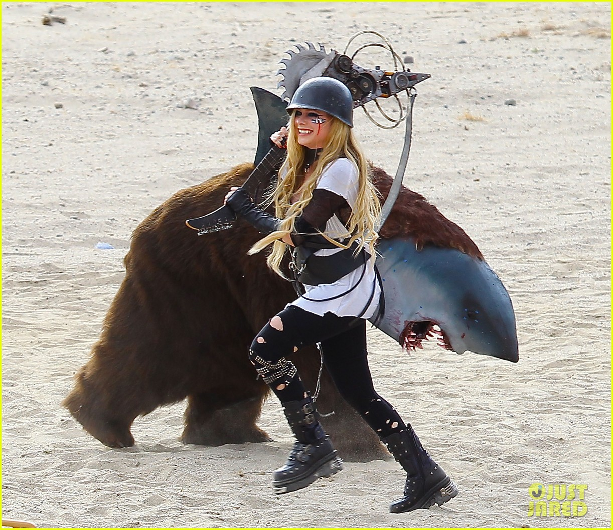 avril lavigne chainsaw action for rock n roll video shoot 052917717