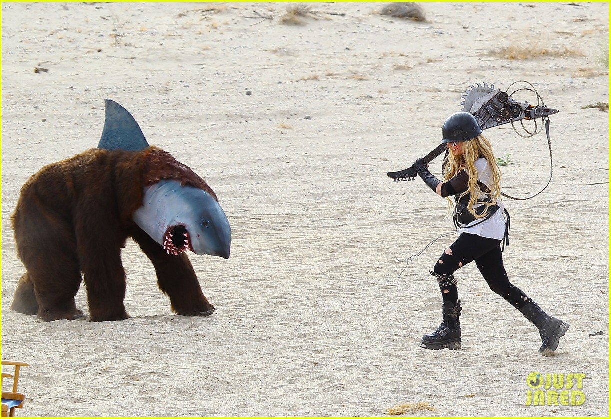 avril lavigne chainsaw action for rock n roll video shoot 11