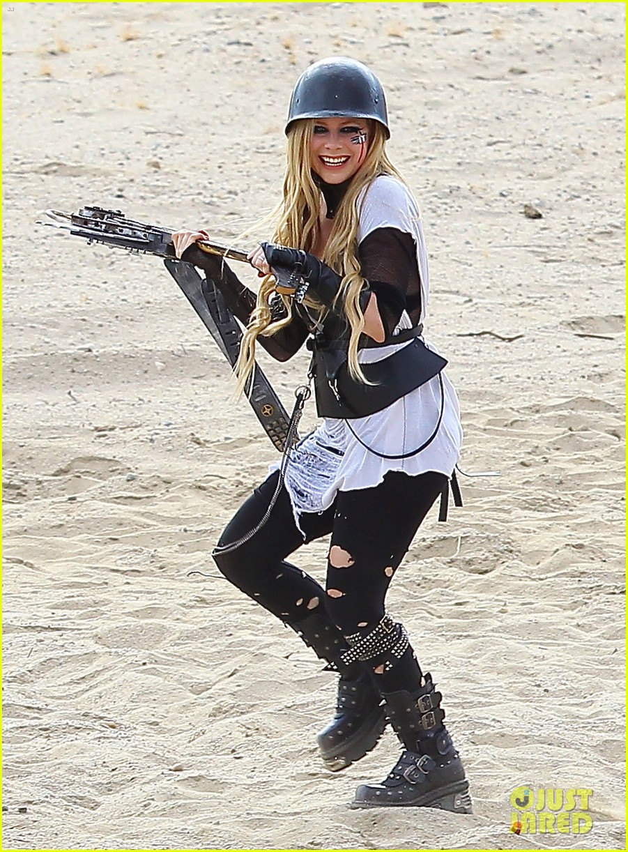 avril lavigne chainsaw action for rock n roll video shoot 122917724