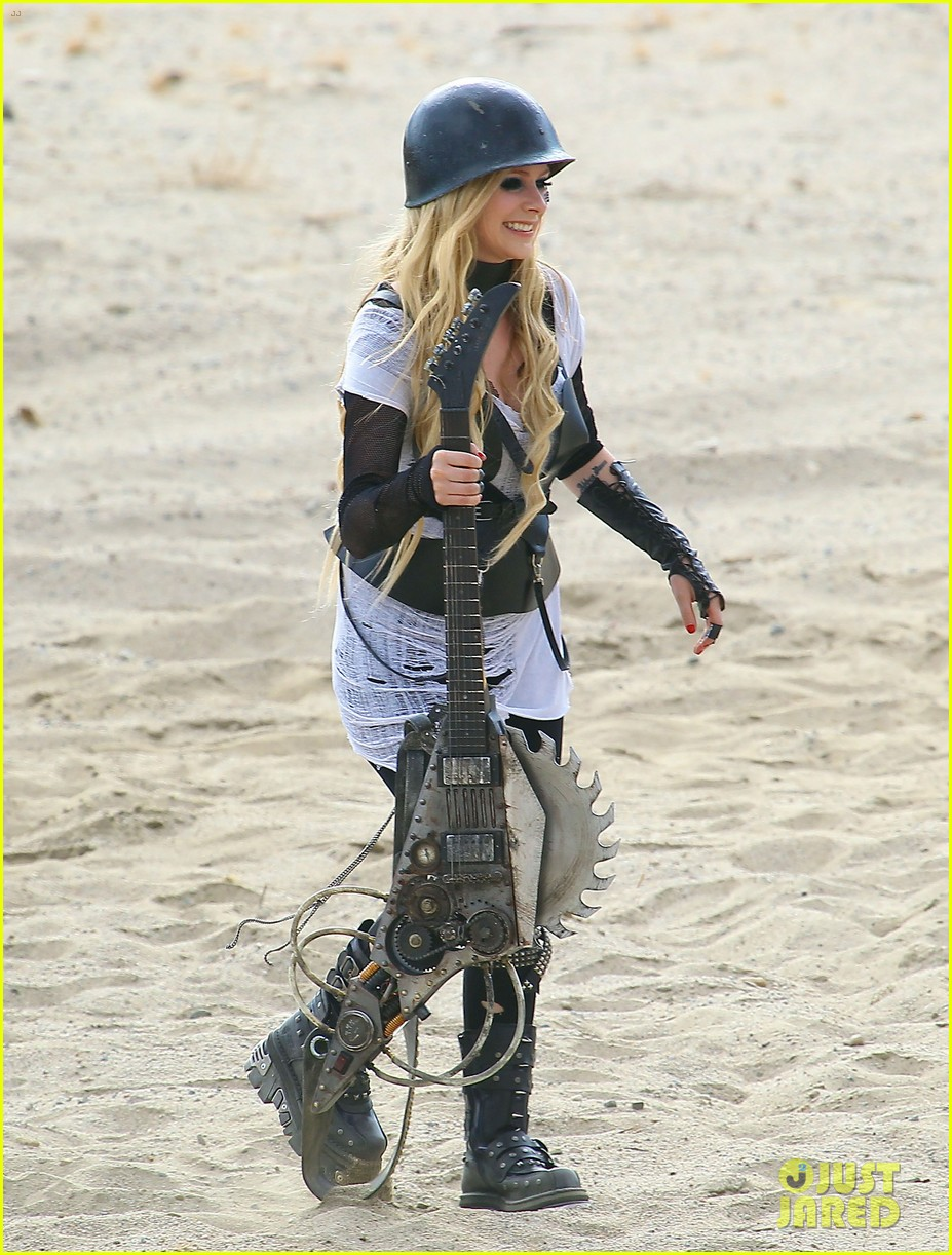 avril lavigne chainsaw action for rock n roll video shoot 142917726