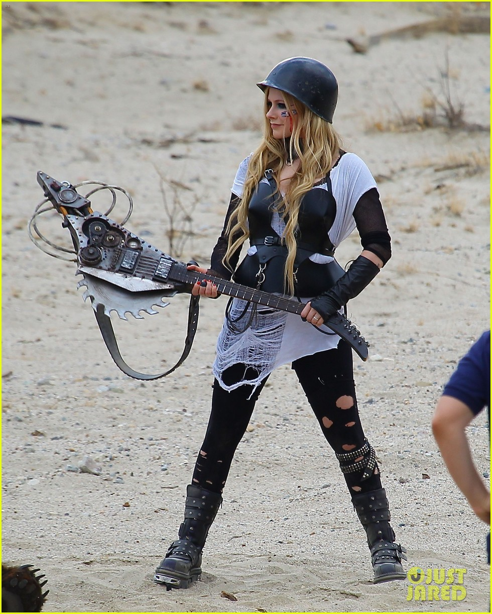 avril lavigne chainsaw action for rock n roll video shoot 192917731