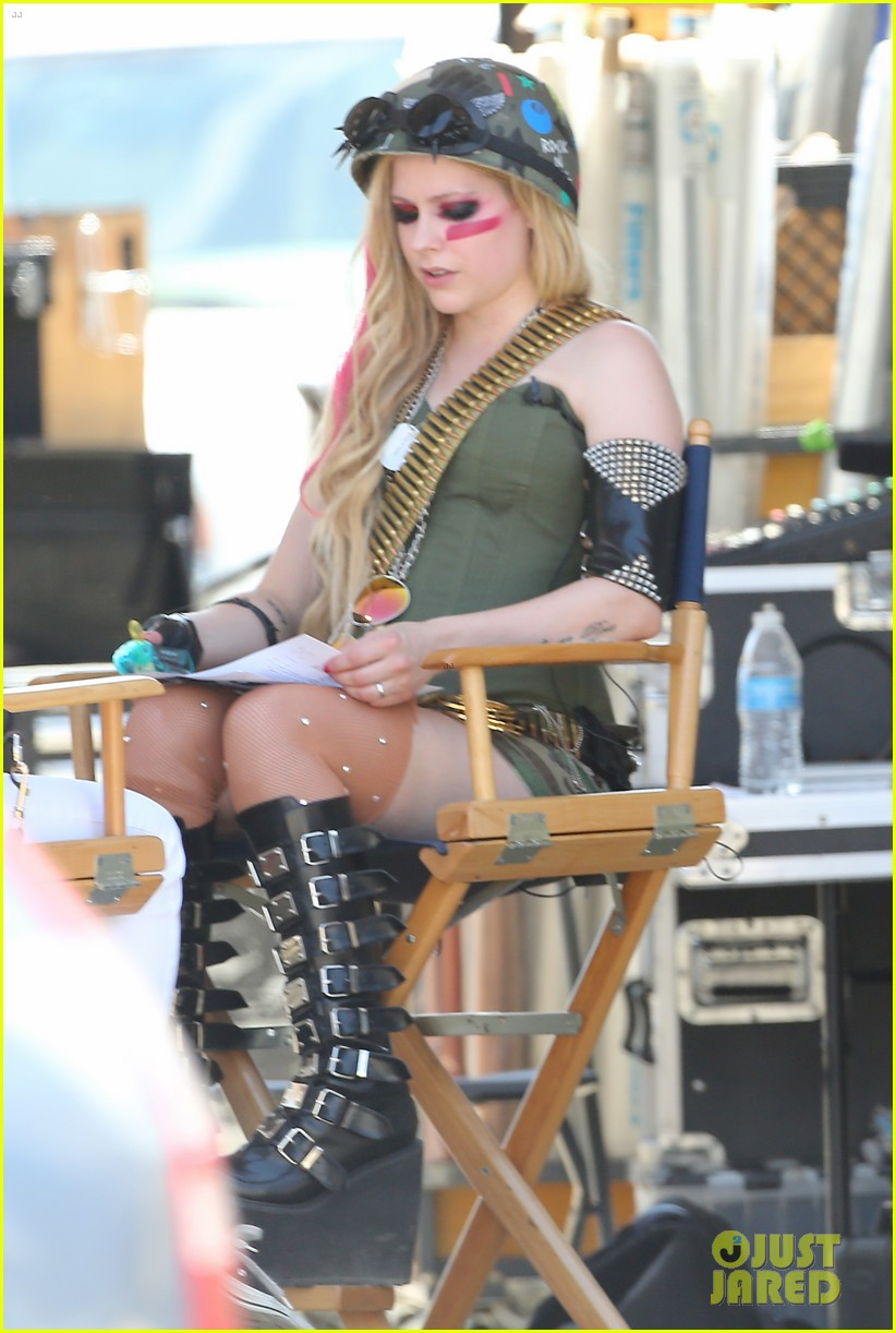 avril lavigne rock n roll music video shoot 042916884