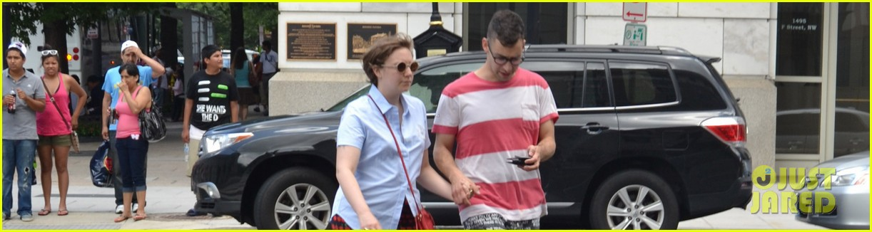 lena dunham jack antonoff hold hands on independence day 012904317