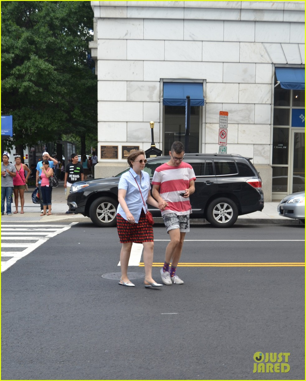 lena dunham jack antonoff hold hands on independence day 032904319