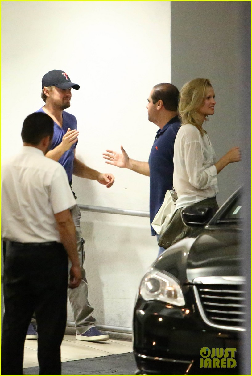 leonardo dicaprio thumbs up after toni garrn date 042915862
