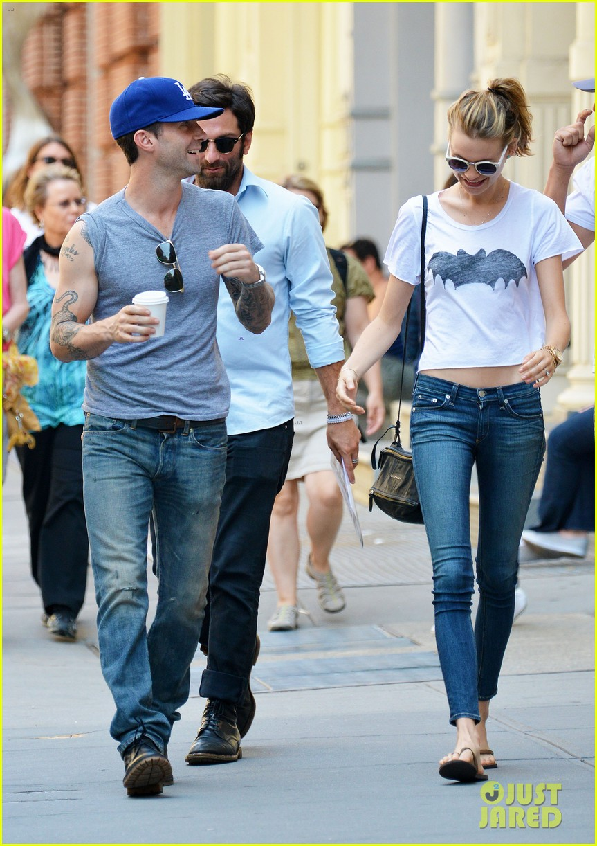 adam levine shaves beard shops with behati prinsloo 01