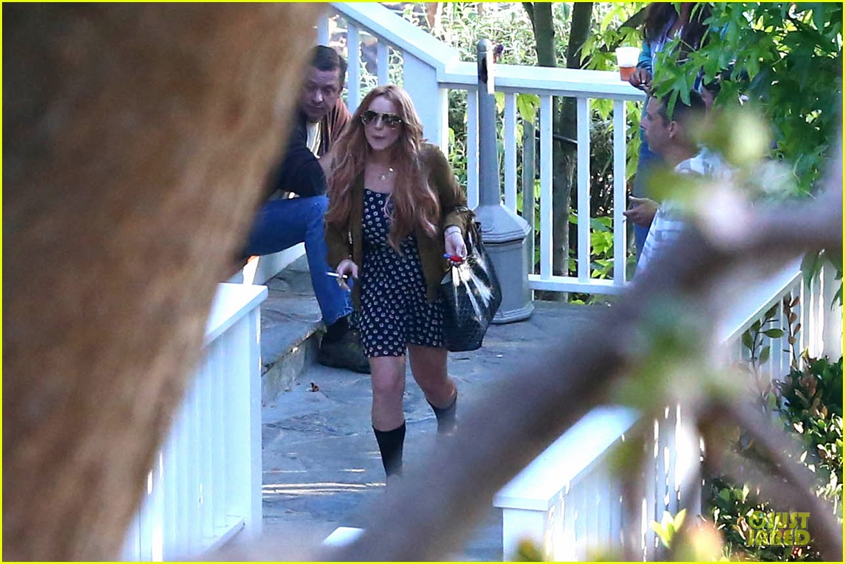lindsay lohan released from rehab smiles while leaving 082920577