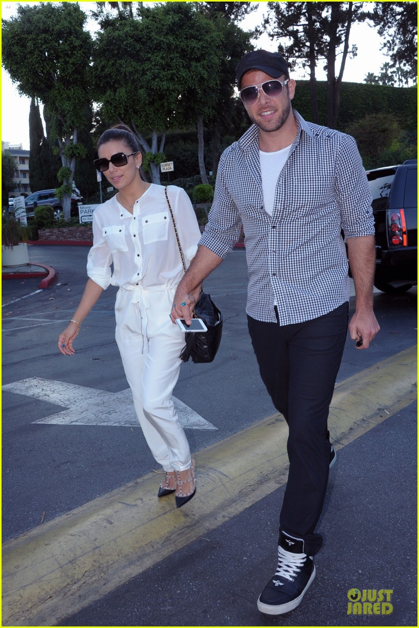 eva longoria ernesto arguello holding hands at cafe med 012915606