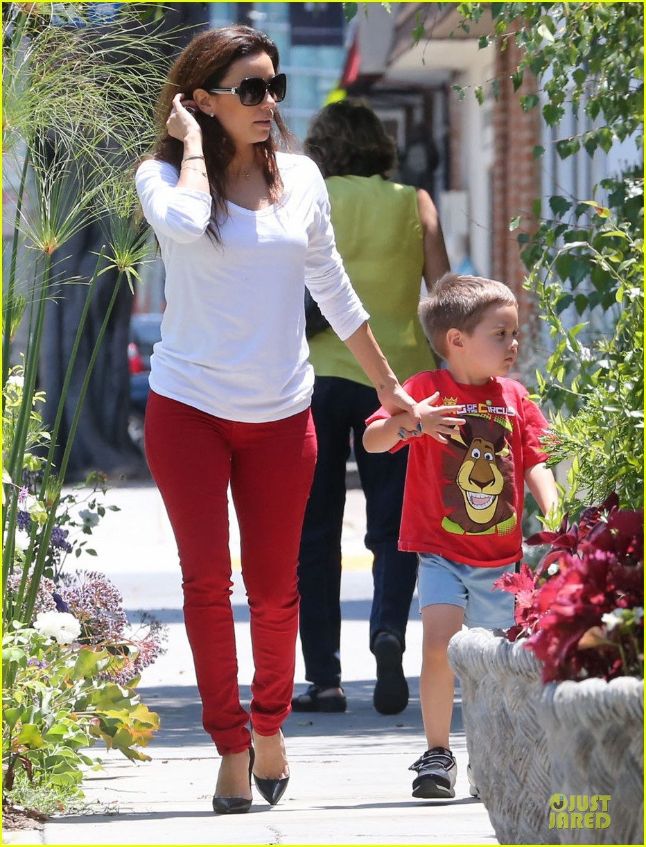 eva longoria ernesto arguello holding hands at cafe med 092915614