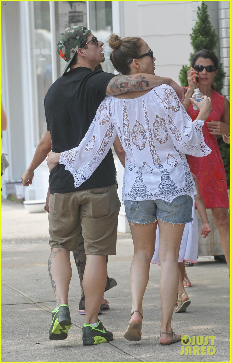 jennifer lopez casper smart hamptons weekend trip 052914558
