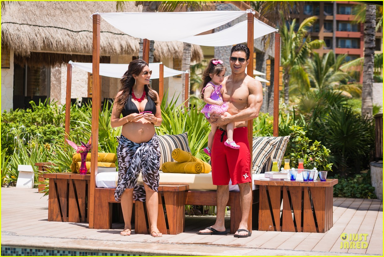 shirtless mario lopez kisses for courtney laine mazza 012901409